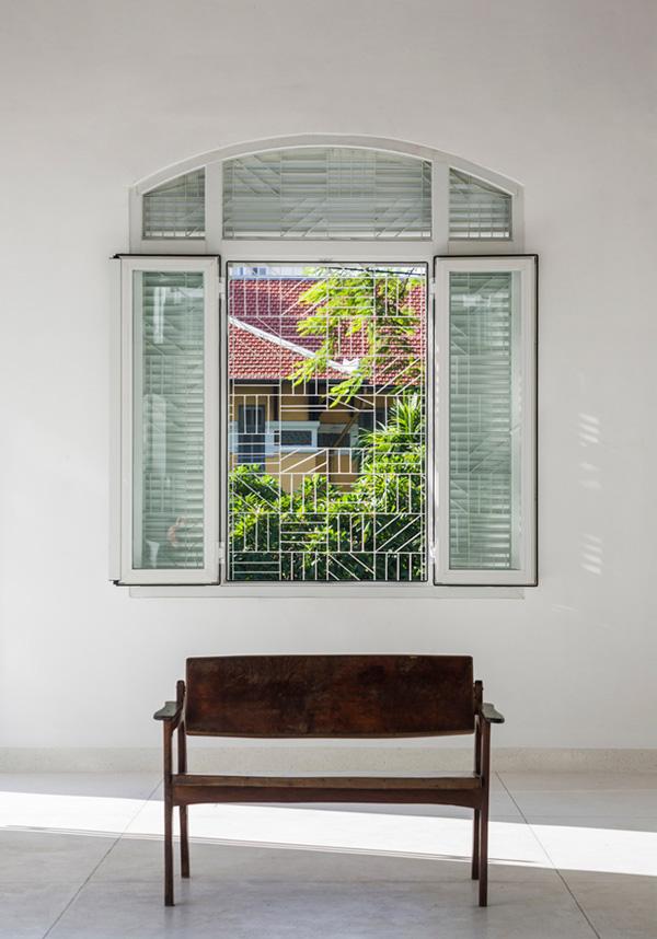 Không gian mở tối đa giúp căn nhà lúc nào cũng tràn ngập ánh sáng tự nhiên và gió trời.