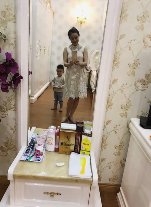 Còn đây là phòng ngủ của hai mẹ con Vy Oanh khi về thăm nhà nội.
