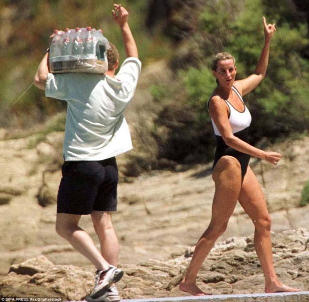 Công nương Diana đi nghỉ hè tại St Tropez vào tháng 7/1997.