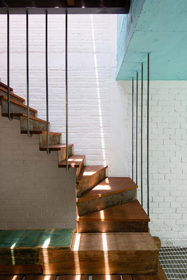 Cầu thang tối giản hết mức.