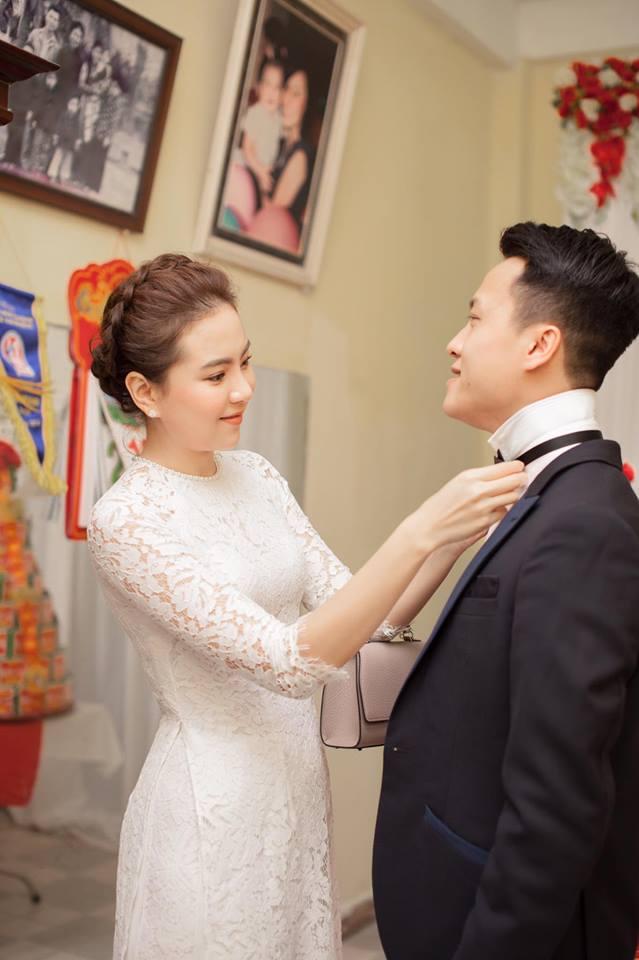 Mai Ngọc đã kết hôn vào cuối năm ngoái. Chồng cô là con nhà giàu có, nổi tiếng ở Hà Nội.