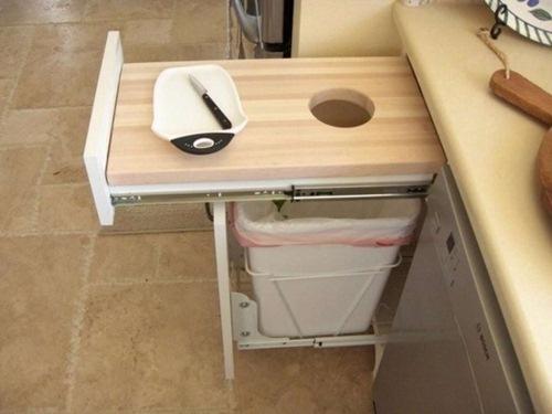 Chiếc tủ gầm bếp có thể thêm ngăn kéo để làm nơi đặt thùng rác.
