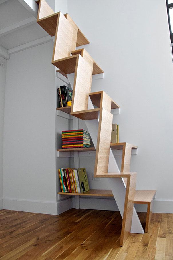 Cầu thang gỗ vừa tiết kiệm diện tích vừa độc đáo nhưng trông có vẻ hơi mạo hiểm.