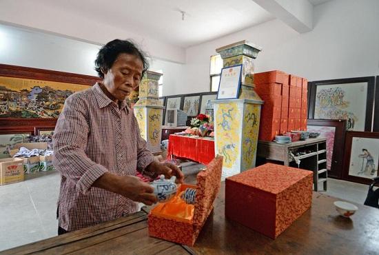 Bà Yu rất chăm chút cho bộ sưu tập và căn nhà gốm sứ của mình.