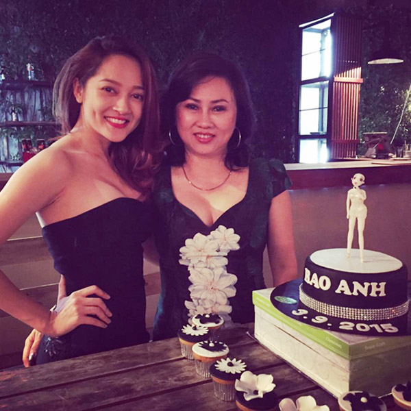 Mẹ ruột của nữ ca sĩ Bảo Anh cũng là một trong những bà mẹ sao Việt đẹp nức tiếng.