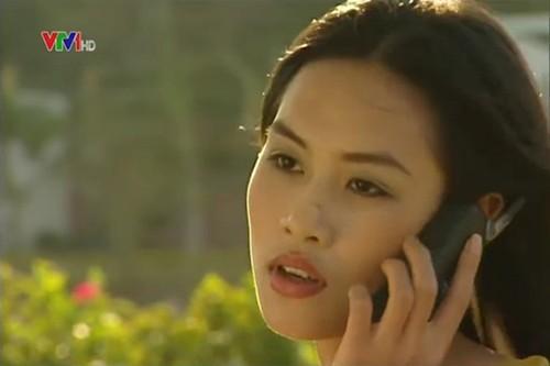 Tham gia Phụ nữ thế kỷ 21, Hà Hương là một diễn viên múa tài năng thuộc Nhà hát ca múa nhạc Việt Nam. Cô cũng tham gia diễn xuất trong bộ phim truyền hình nổi tiếng Phía trước là bầu trời với vai cô Nguyệt đanh đá. Sau đó, cô tái ngộ khán giả qua phim Tình xa.