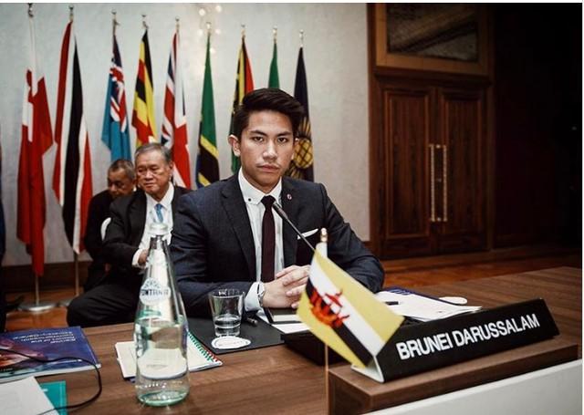 Mateen chia sẻ rằng những hình ảnh anh post trên Instagram là một cách anh chia sẻ với mọi người đam mê, sở thích riêng của mình và truyền cảm hứng về một đất nước Brunei xinh đẹp. Anh cũng cho rằng việc công chúng chú ý không gây trở ngại cho anh mà còn là động lực để anh phải giữ cân bằng và khiêm tốn.