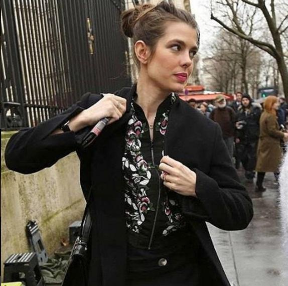 Cận cảnh gương mặt tuyệt xinh của Charlotte Casiraghi.