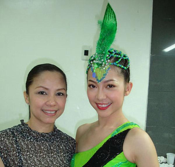 Linh Nga thừa hưởng gần như tất cả nét đẹp từ mẹ ruột. Bà cũng là một nghệ sỹ múa nổi tiếng, từ đó Linh Nga theo sự nghiệp của mẹ.