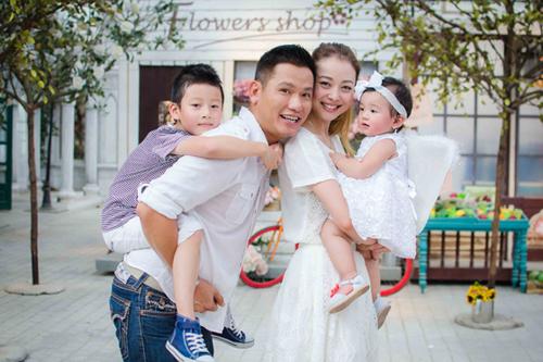 Jennifer Phạm và chồng san sẻ tình cảm cho các con đều nhau.