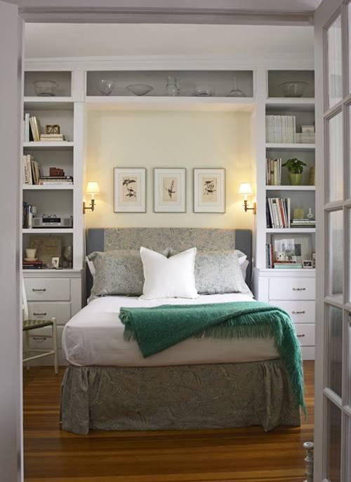 Vị trí giường không nên đặt ở phía đối diện cửa phòng ngủ. Ảnh minh họa