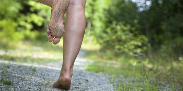 Đi chân trần không có tác dụng giảm cân.