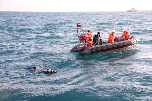 Các thi thể được tìm thấy sẽ được các tàu tìm kiếm đưa vào bờ trong ngày 1/4 để bàn giao cho cơ quan chức năng và gia đình nạn nhân Ảnh: Lê Lâm