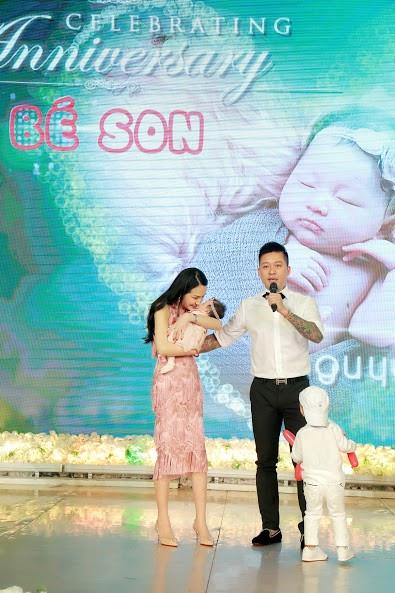 Con thứ hai của Tuấn Hưng và Hương Baby chào đời vào lúc 9h11 ngày 17/3. Trong khi đó, con trai đầu của cặp đôi tên ở nhà là Su Hào hiện đã 3 tuổi.
