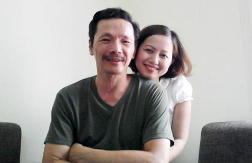 NSƯT Trung Anh và người vợ kém ông 10 tuổi.