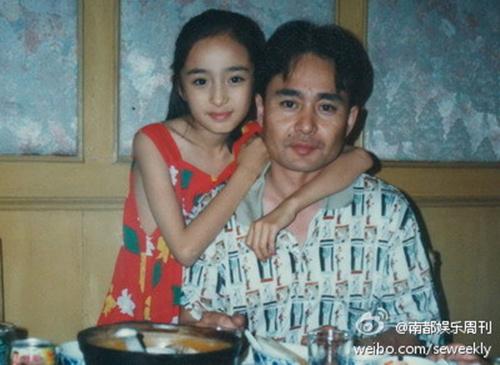 Dương Mịch hồi thơ ấu nhỏ bé bên cạnh bố