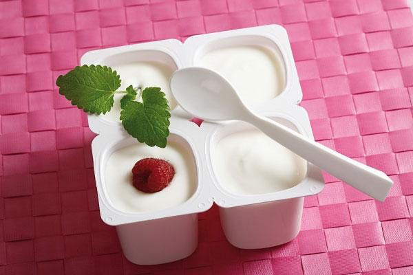 Việc đổ sữa chua vào vùng kín để chữa viêm âm đạo là quan niệm hết sức sai lầm.