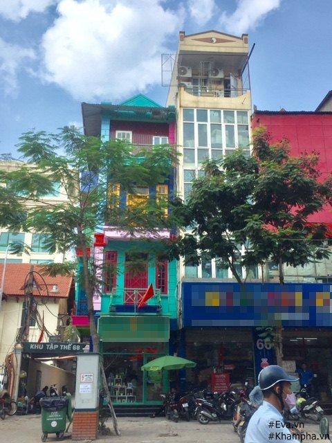 Ngôi nhà 70 sơn tông màu xanh thanh bình nổi bật trên phố Thái Hà.