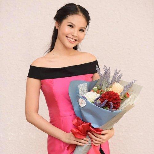 Cô nữ sinh trường Việt Đức vừa kết thúc đời học sinh thì đã lên xe hoa.