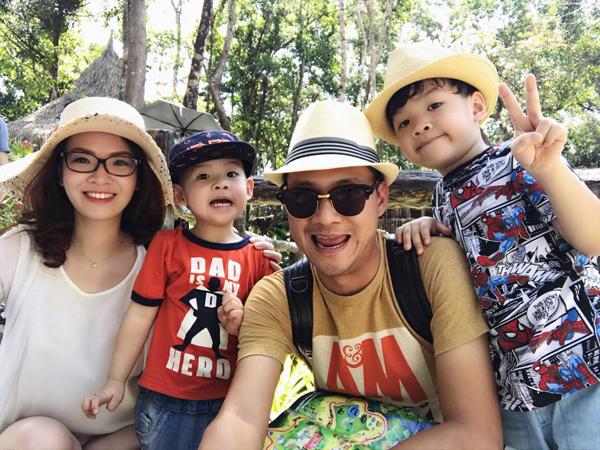 Gia đình hạnh phúc của MC Đan Lê và đạo diễn Khải Anh.