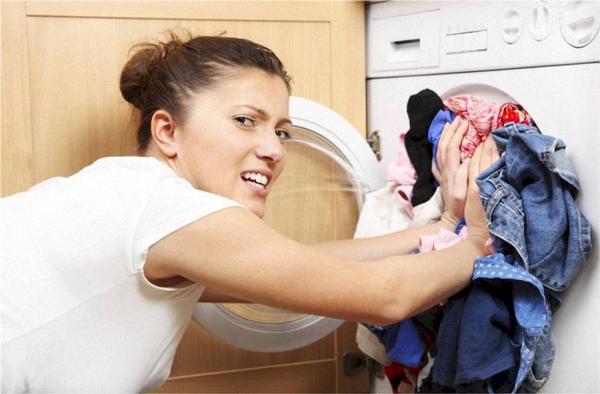 Cho quá nhiều đồ vào máy giặt vừa không sạch vừa nhanh làm hỏng máy.