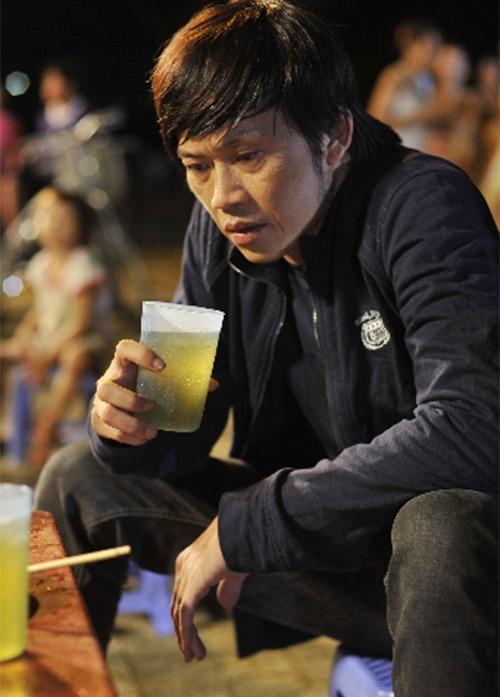 Trước hình ảnh quá dung dị của Hoài Linh, một số fan của anh còn cho rằng đây có thể là hậu trường một cảnh quay trong phim điện ảnh nào đó. Tuy nhiên, Hoài Linh không lên tiếng về vấn đề này.