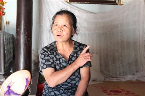 Bà Bình kể lại hành trình cùng cháu Thương đi tìm mẹ.