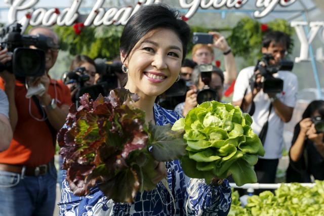 Bà Yingluck Shinawatra sinh năm 1967, em gái út của cựu Thủ tướng Thaksin Shinawatra, là thủ tướng thứ 28 của Thái Lan và cũng là nữ nguyên thủ đầu tiên của Thái Lan. Bà nhậm chức năm 2011 nhưng đến năm 2014 bị lật đổ. Rời chính trường, bà trở về cuộc sống giản đơn của một người dân bình thường.