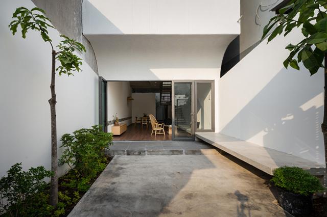 Thấu hiểu mong muốn đó, các kiến trúc sư đã tạo nên một không gian sống dạng nhà ống nhưng được biến tấu và sáng tạo thêm nhiều chi tiết mới.