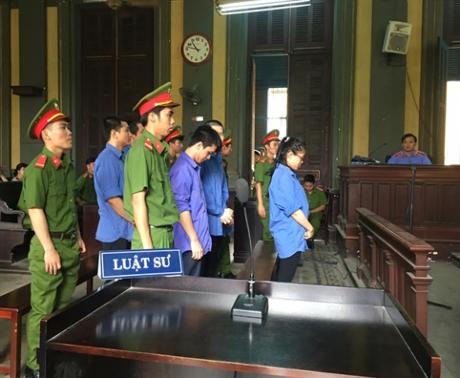 Các bị cáo trong đường dây ma túy khủng tại tòa