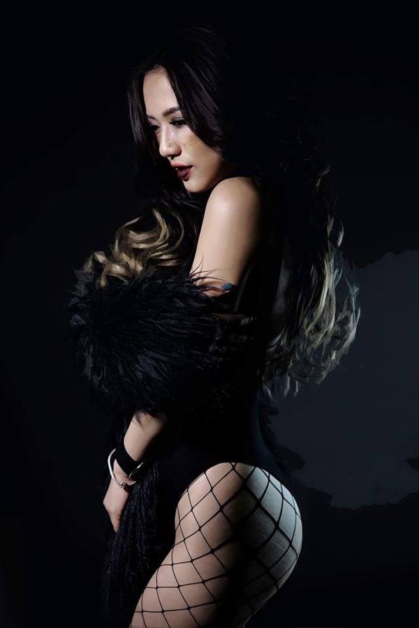 Trang Cherry từng nhận được nhiều lời đề nghị khiếm nhã từ các đại gia.