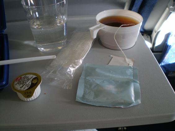 Nước pha cà phê và trà dường như không được sạch.