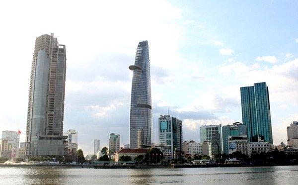 Tòa tháp bỏ hoang giữa TP.HCM