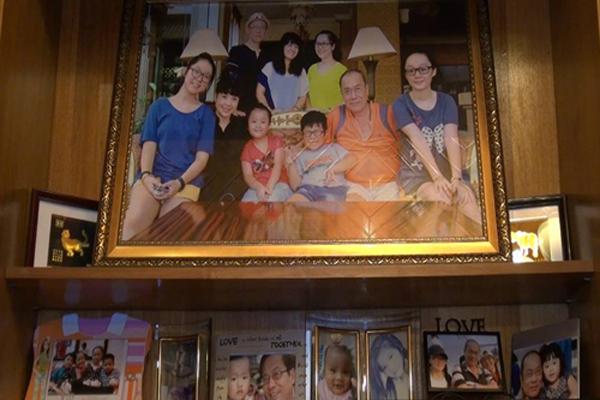 Khoảnh khắc hạnh phúc của gia đình NSND Lan Hương - Tất Bình.