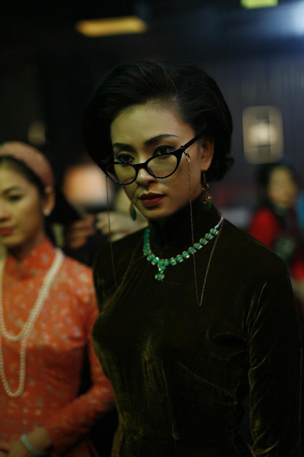Ngô Thanh Vân là nhà sản xuất và cũng đảm nhận vai bà chủ nhà may Thanh Nữ.