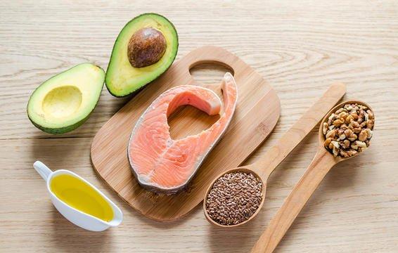 Chất béo lành mạnh sẽ giúp ngăn chặn tình trạng viêm, giúp bạn giảm mệt mỏi.