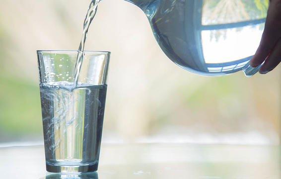 Thiếu nước nhẹ thậm chí có thể khiến bạn cảm thấy mệt mỏi và đầu óc không tỉnh táo