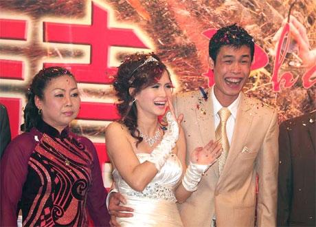Hình ảnh hạnh phúc trong đám cưới với vợ hai Thu Trang.