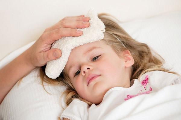 Điều trị và theo dõi sốt xuất huyết tại nhà