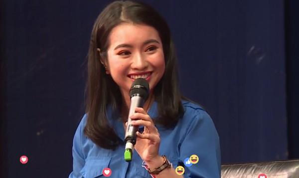Linh trong vai trò MC buổi Đối thoại cùng Jack Ma
