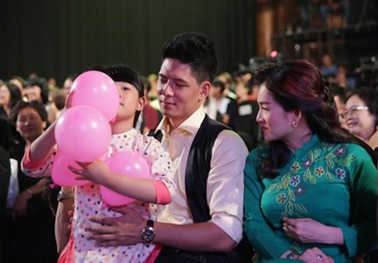 Con gái Bình Minh cũng theo bố mẹ tham gia sự kiện.
