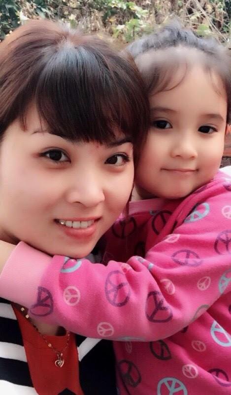 Thu Ngọc rất thân thiết với bé Thảo My - con gái thứ 3 của nghệ sĩ hài Chiến Thắng.