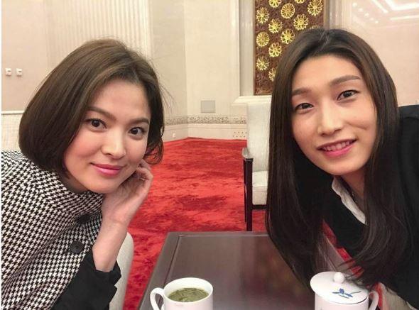 Dù rằng có nhận xét gương mặt Song Hye Kyo có phần tròn hơn, song không thể phủ nhận Bác sĩ Kang ngày càng đẹp mặn mà