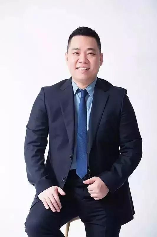 Viên Hỏa Hồng – ông chủ của thương hiệu bánh ngọt Hạnh Phúc nổi tiếng Trung Quốc