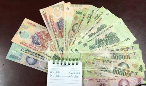 Sổ sách ghi số lượt bán dâm của mỗi mã số và tiền khách mua dâm trả