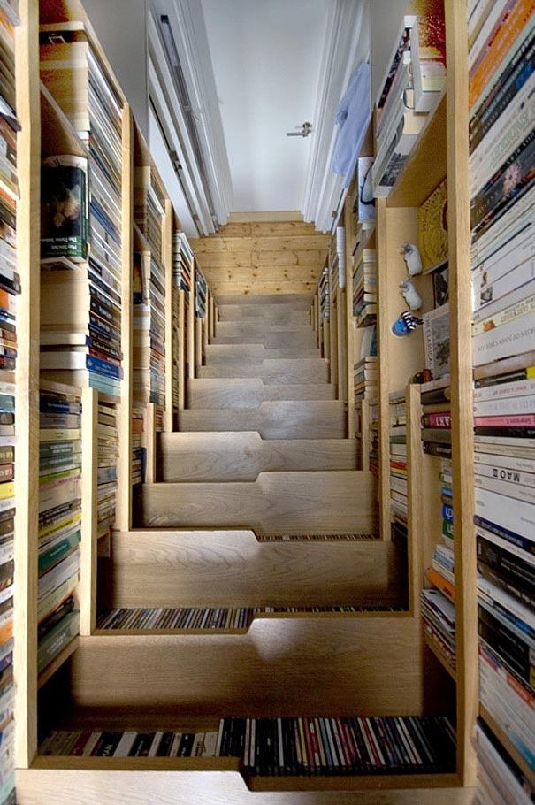 Bạn sẽ làm gì với những cuốn sách cũ không còn dùng đến nữa? Đây chính là câu trả lời. Hãy tận dụng chúng hô biến thành chiếc cầu thang sáng tạo thế này nhé!