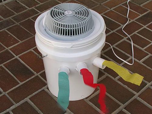 Điều hòa tự chế từ thùng sơn cần phải vệ sinh thật sạch sẽ hết mùi khó chịu trước khi sử dụng.
