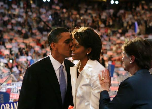 Ông Obama và vợ tại Đại hội Đảng Dân chủ năm 2004.