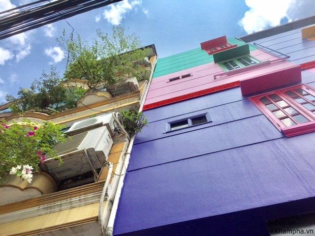 Những khung cửa sổ rực rỡ sắc màu.