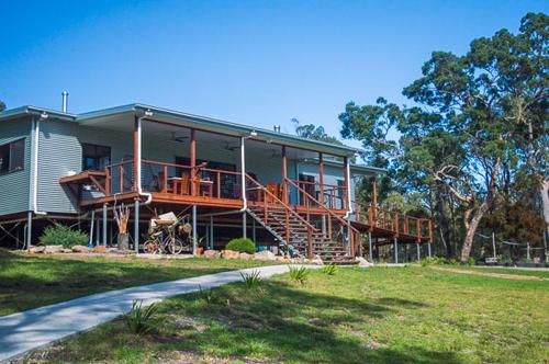 Vách nhà bằng tôn kẽm giúp giảm chi phí nhưng nếu không xử lý kĩ sẽ dễ hấp nhiệt vào mùa hè